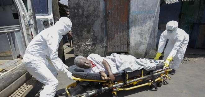 Según la OMS, unas 5.000 personas han muerto de ébola hasta la fecha.