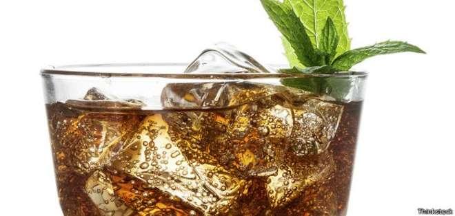 Los expertos coinciden en que hay que evitar cualquier bebida gaseosa azucarada.