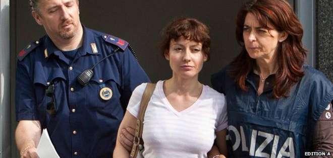 Este es el momento en que Estíbaliz Carranza fue capturada por la policía italiana en junio de 2011.