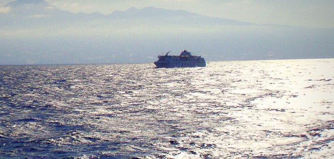 """GUATEMALA.- La embarcación, de nombre """"Regalo de Dios"""", fue localizada a unas 8 millas náuticas del litoral durante un operativo realizado por agentes de la Fuerza Naval. Foto referencial"""