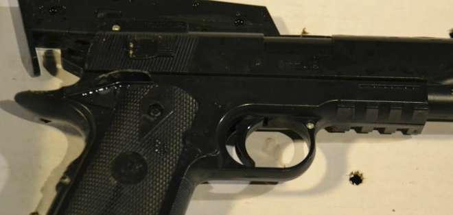 El arma que portaba Tamir Rice era muy similar a una pistola semiautomática.