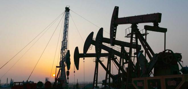 "El barril de ""light sweet crude"" (WTI) para entrega en febrero se ubicó en 53,27 dólares."