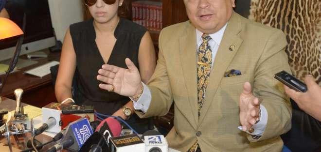 El ministro del Interior, José Serrano, insiste en investigar un posible femicidio en este caso. Foto: API