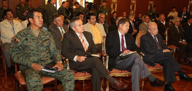 """Correa dijo que  estos exuniformados tiienen  discursos """"retrógrados""""  y """"cavernarios""""."""