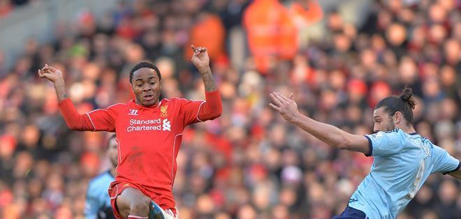 Con este triunfo, el Liverpool alcanza los 38 puntos y se sitúa a tan solo cuatro del cuarto clasificado, el Southampton de Ronald Koeman. Fotos: EFE.