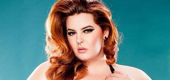 Tess Holliday, de 29 años, se convirtió en la primera modelo de su talla en firmar con una gran agencia.