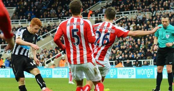 INGLATERRA.- La jornada acabará este domingo con la disputa del partido entre West Ham y el Manchester United. Foto: Twitter @premierleague