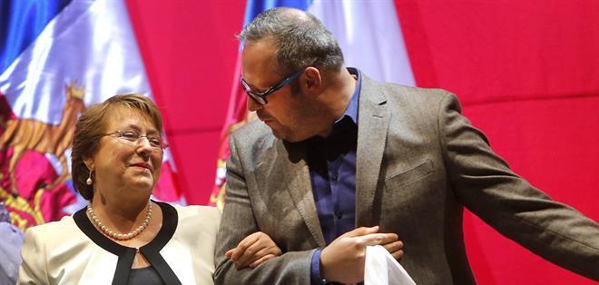 CHILE.- Sebastián Dávalos, hijo mayor de la presidenta de Chile, Michelle Bachelet, aseguró que no hay nada ilícito en el negocio inmobiliario que realizó su esposa. Fotos: EFE