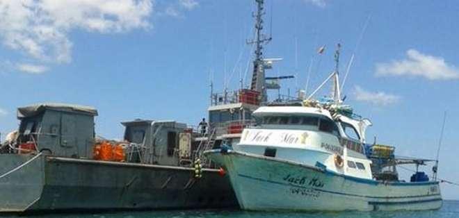 En el avión también viajaron los nueve detenidos en altamar quienes fueron luego trasladados hacia la cárcel de Guayaquil
