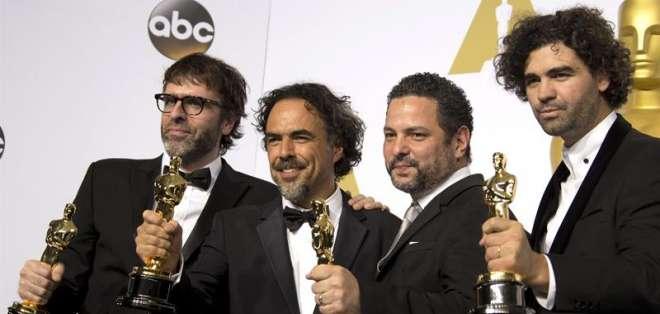 Sean Penn fue el encargado de entregar el galardón a Iñárritu con un exabrupto.
