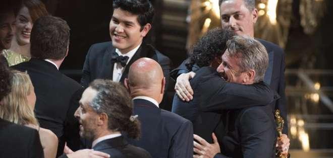 """Pero lejos de tomárselo mal, Iñárritu aplaudió el """"divertidísimo"""" comentario. Foto: EFE."""