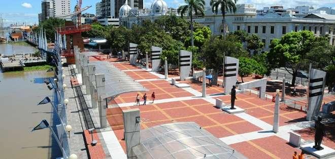 Recorra y disfrute de todo el Malecón Simón Bolívar en un día