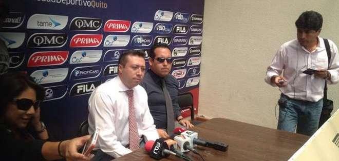 Freddy Mayorga declarando ante la prensa.