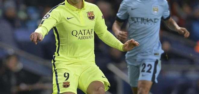 REINO UNIDO.- El jugador Luis Suárez brilló en el partido. Foto: EFE