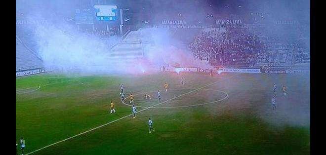 Alianza Lima no puede jugar con público debido a incidentes con su hinchada.