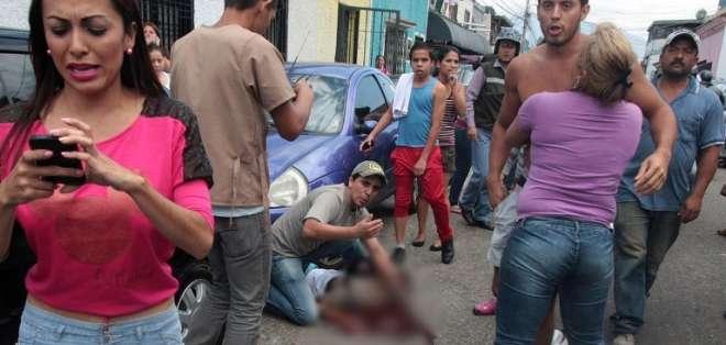 El policía nacional imputado ha sido identificado como Javier Mora Ortiz, de 23 años. Foto: AFP.