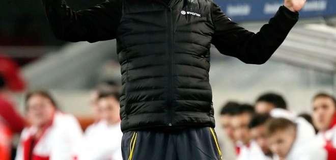 Kloop mientras conducen un encuentro del Borussia. Foto: AFP.