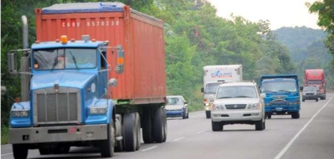 GUAYAS, Ecuador. La mayoría de los vehículos de carga pesada fueron fabricados en la década de los 70 y 80. Foto: referencial
