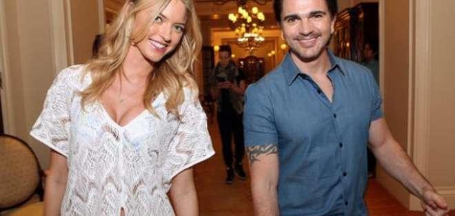 EE.UU.- Juanes está listo para su presentación en vivo del Victoria's Secret Swim Special. Fotos: Victoria's Secret