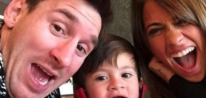 El jugador festeja el cumpleaños de Antonella en familia.
