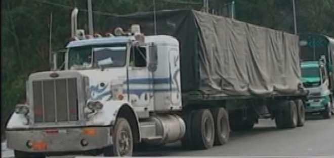 FRONTERA COLOMBIA-ECUADOR. Transportistas colombianos piden que se reduzca el precio del diésel.