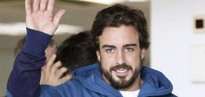 Fernando Alonso, al momento de abandonar el hospital (Foto: EFE)
