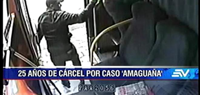 El hecho ocurrió el 5 de febrero de 2014 y fue registrado por una cámara de seguridad del bus.
