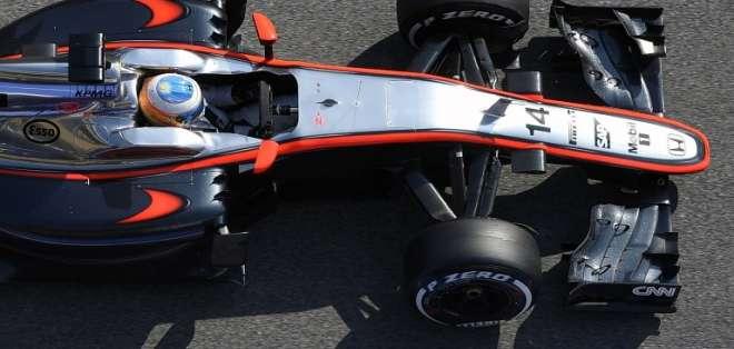 Alonso sufrió una violenta salida de pista entre las curvas 3 y 4 del circuito de Montmeló. Fotos: AFP.