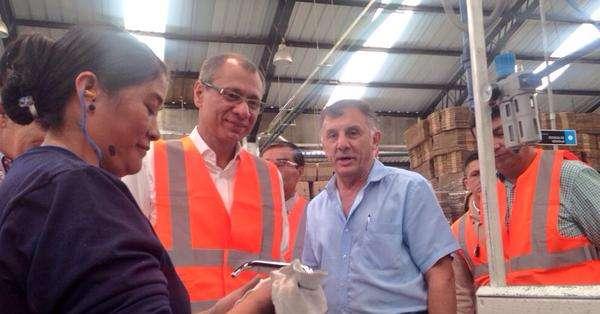 ECUADOR.- El vicepresidente de la República, Jorge Glas, durante un recorrido por una planta industrial de Quito. Fotos: Vicepresidencia