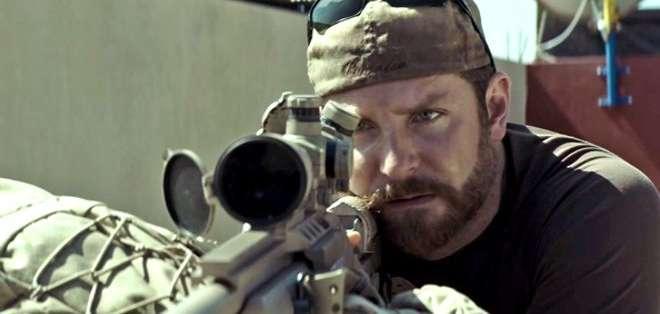 El 'francotirador americano' es la película bélica más taquillera en la historia de EE.UU., desbancando a 'Rescatando al Soldado