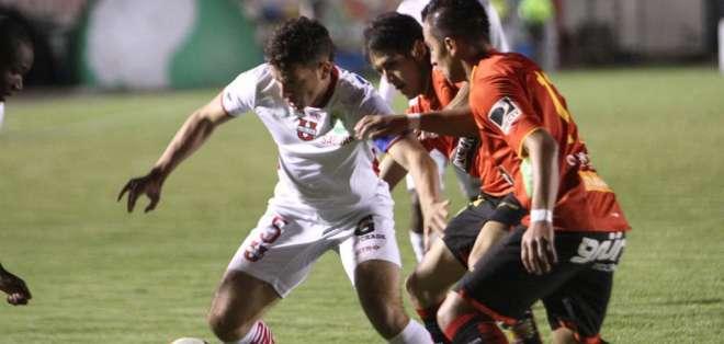Andrés Calle (D. Cuenca) y Facundo Callejo (Liga de Loja) anotaron los goles del partido. Foto: API