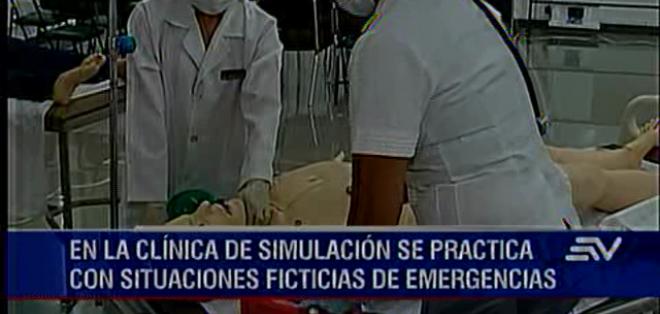 QUITO.- Los estudiantes dan masajes cardíacos, reanimación cardiovascular y atienden partos.