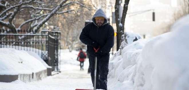 Los expertos esperan que el mes cierre como el febrero más frío en la ciudad desde 1934. Fotos: EFE.