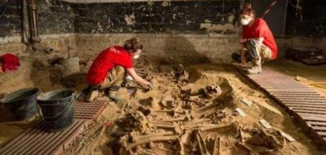 ¿Murieron de peste? ¿de hambre? Los arqueólogos se preguntan, ya que los difuntos parecen haber sucumbido en masa.