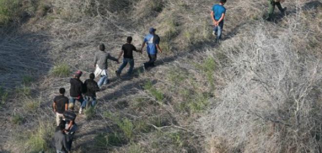 """Hoy la búsqueda de cientos o inclusive miles de inmigrantes que fueron deportados tras firmar su """"salida voluntaria"""". Foto: AFP."""