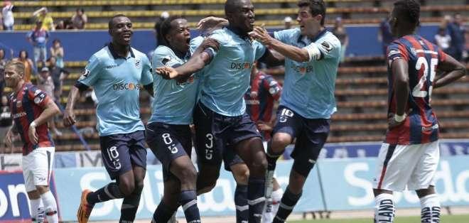 Henry Cangá marcó sobre los últimos segundo el tanto de la victoria para Universidad Católica. Fotos: API.