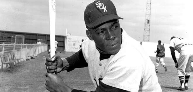 El cubano Oreste Miñoso fue el primer jugador negro en debutar en las Grandes Ligas en Chicago.
