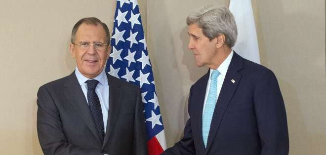 BRUSELAS. Antes del inicio de la reunión en un hotel de lujo en Ginebra, Kerry y Lavrov se dieron brevemente la mano