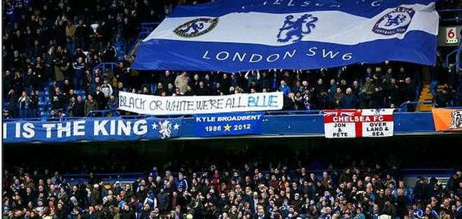 Tres aficionados del Chelsea fueron prohibidos de ingresar al estadio por su conducta racista.