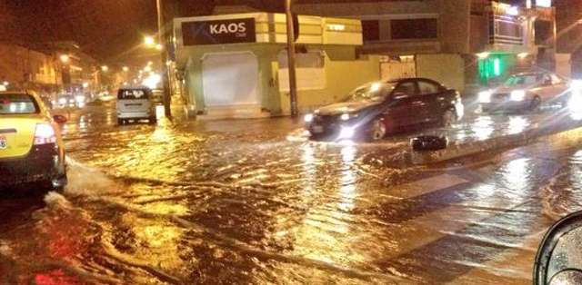 RIOBAMBA.- Hasta ahora se registra un choque y deslizamientos de relleno, producto del evento.  Foto: Twitter @Ecu911Riobamaba