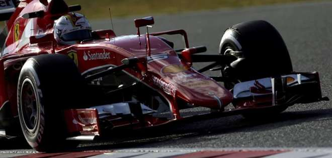 Sebastian Vettel con su coche Ferrari (Foto: EFE)