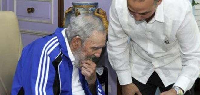 """CUBA. Según Fidel Castro, su encuentro con Los Cinco se produjo ahora porque """"lo principal a su llegada era saludar a sus familiares, amigos y al pueblo. Fotos: EFE"""