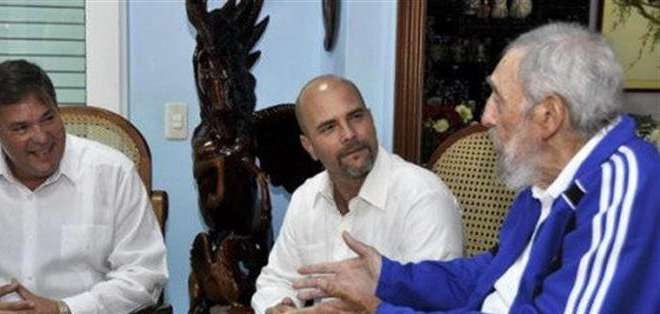 """Según Fidel Castro, su encuentro con Los Cinco se produjo ahora porque """"lo principal a su llegada era saludar a sus familiares."""