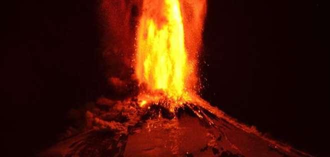 CHILE. Una erupción estromboliana, según los expertos, se caracteriza por columnas eruptivas de baja altura y bajo volumen.