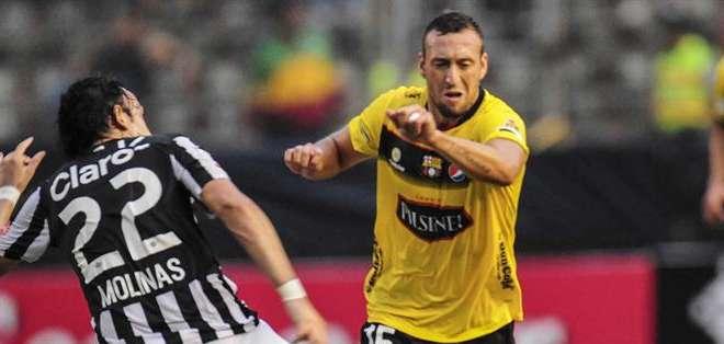 Brahian Alemán no ha logrado levantar a Barcelona en la Libertadores. Foto: EFE.