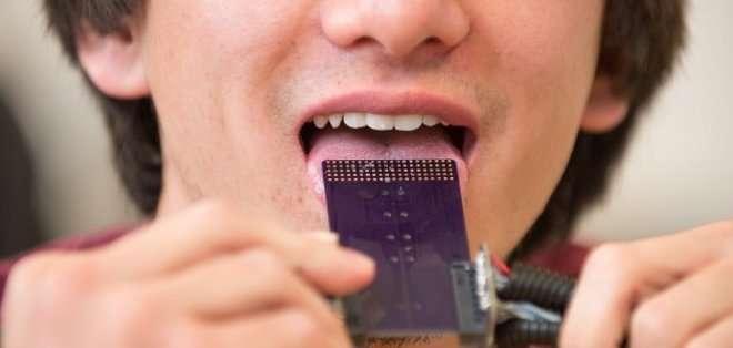 Un ingeniero mecánico de Estados Unidos desarrolló un dispositivo que traduce sonidos en impulsos eléctricos que estimulan nervios sensibles de la lengua. Foto: discovery.com