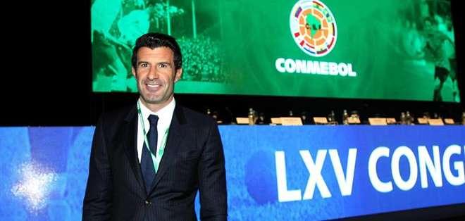 Figo presentó su propuesta a los presidentes de la Conmebol. Foto: EFE.