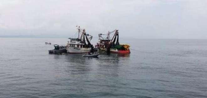 GUAYAS.- En un día se inspeccionan hasta 15 embarcaciones que navegan en esta zona del sur del país. Fotos: Twiter Guardacostas Ecuador