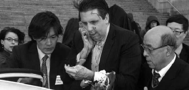 COREA DEL SUR.- Mark Lippert fue herido cuando acudía a una reunión. Fotos: Twitter Newsweek