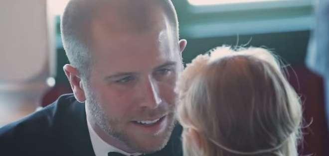 Este piloto de Nascar sorprendió a todos en su boda cuando le dedicó sus votos a su hijastra de 3 años.